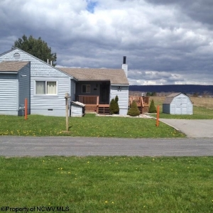 1A/83 Beechcraft Way, Windwood Fly Inn Resort